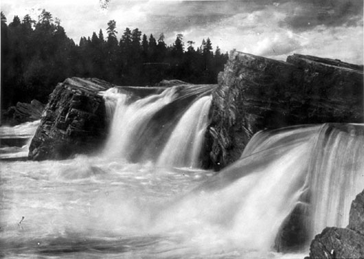 kettle falls chat Devil's kettle falls is a double waterfall the right side of the falls clearly continues into the brule river and heads out to lake superior but the left side empties into a hole that goes deep into the earth.